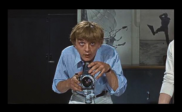Thomas (David Hemmings)